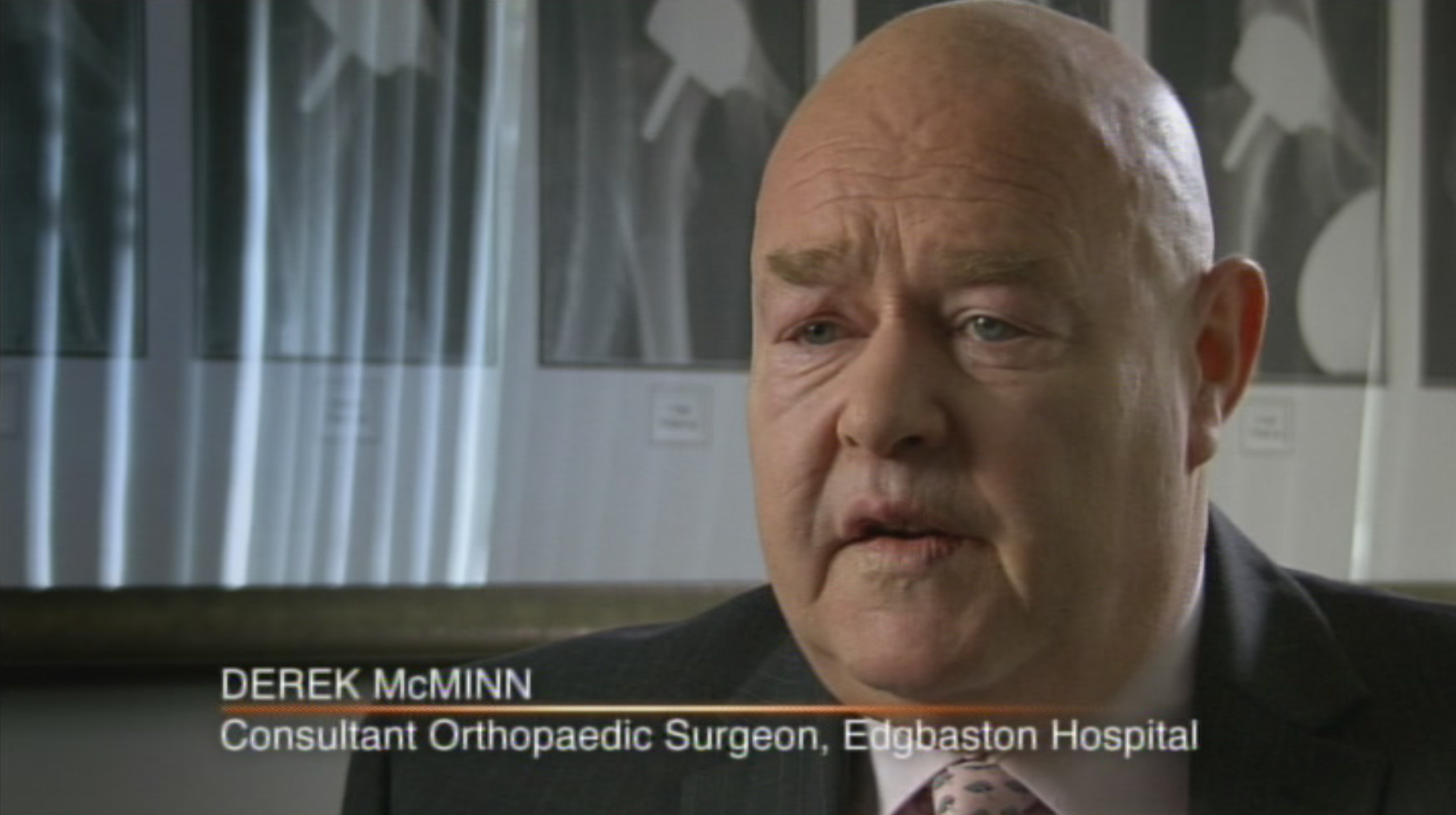 Mr Derek McMinn MD FRCS, Consultant Orthopaedic Surgeon